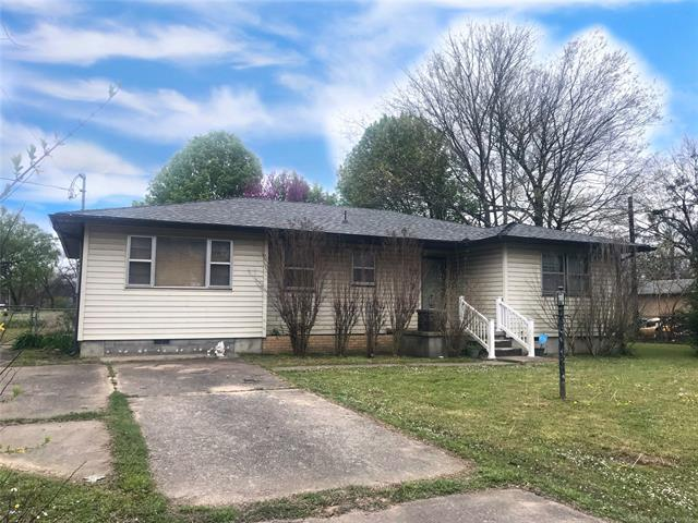104 N 13th Street, Hartshorne, OK 74547 (MLS #1911957) :: Hopper Group at RE/MAX Results