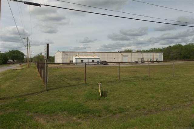 402 SW 15th Street, Wagoner, OK 74467 (MLS #1911987) :: Hopper Group at RE/MAX Results