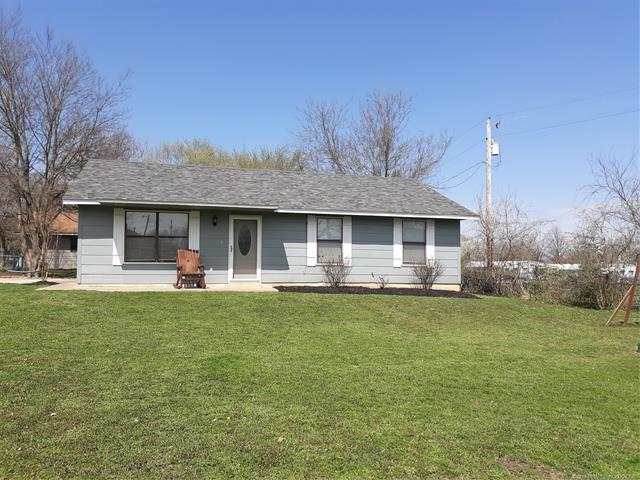 410 N Moore Avenue, Claremore, OK 74017 (MLS #1912930) :: Hopper Group at RE/MAX Results