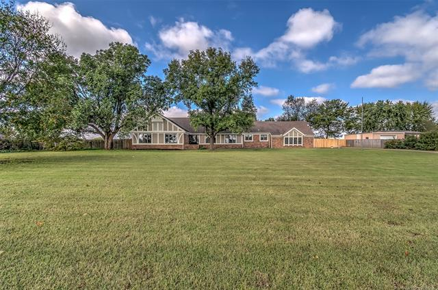 24141 Philson Farm Road, Bartlesville, OK 74006 (MLS #1913575) :: Hopper Group at RE/MAX Results