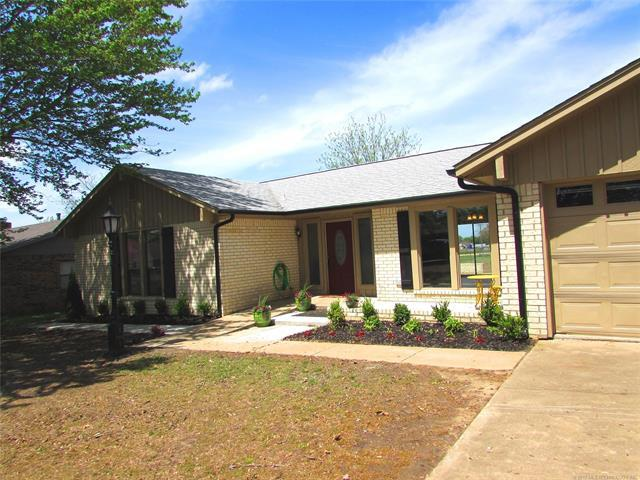 604 NW 10th Street, Wagoner, OK 74467 (MLS #1914055) :: Hopper Group at RE/MAX Results