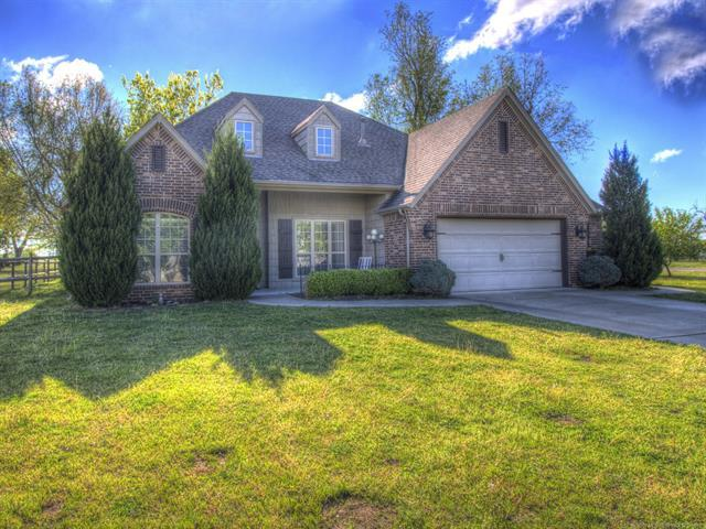 126 S Pine Street, Oologah, OK 74053 (MLS #1914391) :: Hopper Group at RE/MAX Results