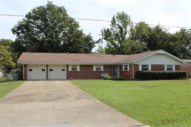 405 S Powell Avenue, Wagoner, OK 74467 (MLS #1914543) :: Hopper Group at RE/MAX Results