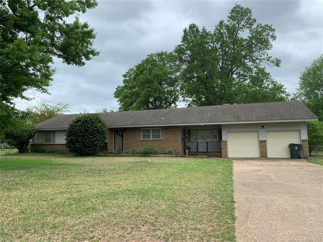 1340 E 12th Street, Okmulgee, OK 74447 (MLS #1914626) :: Hopper Group at RE/MAX Results