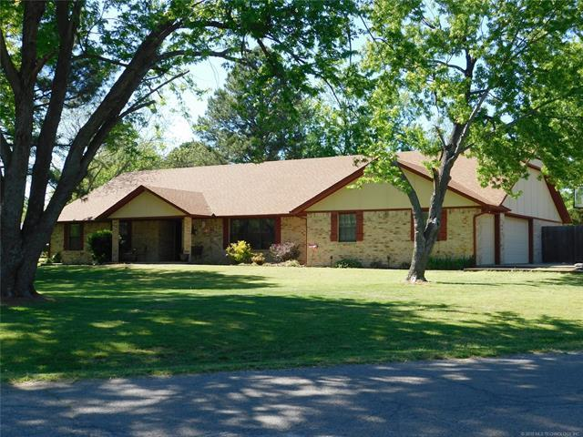 1108 S Powell Avenue, Wagoner, OK 74467 (MLS #1914718) :: Hopper Group at RE/MAX Results