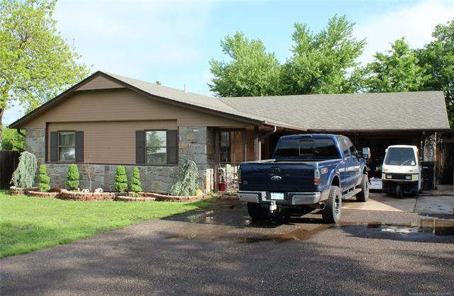 418 W Cooweescoowee Avenue, Oologah, OK 74053 (MLS #1916744) :: Hopper Group at RE/MAX Results