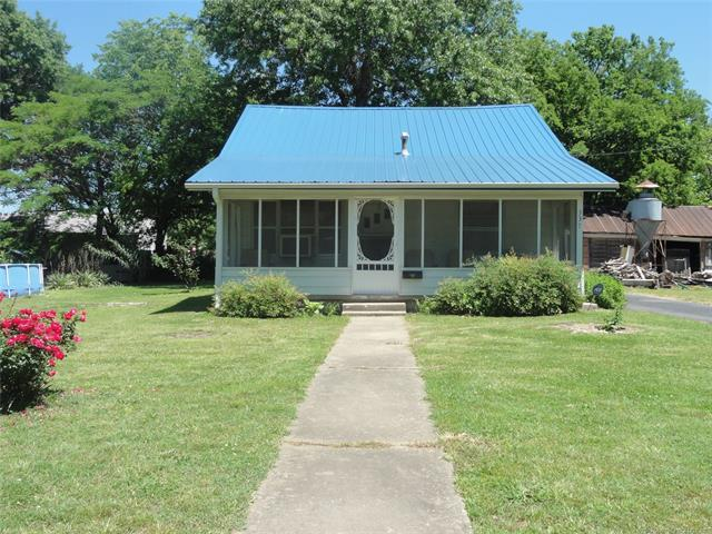 337 S Locust Street, Nowata, OK 74048 (MLS #1917075) :: 918HomeTeam - KW Realty Preferred