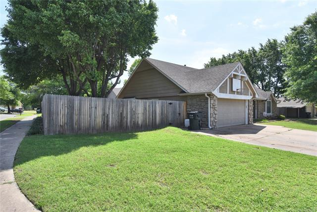 8731 N 121st East Avenue, Owasso, OK 74055 (MLS #1918671) :: Hopper Group at RE/MAX Results