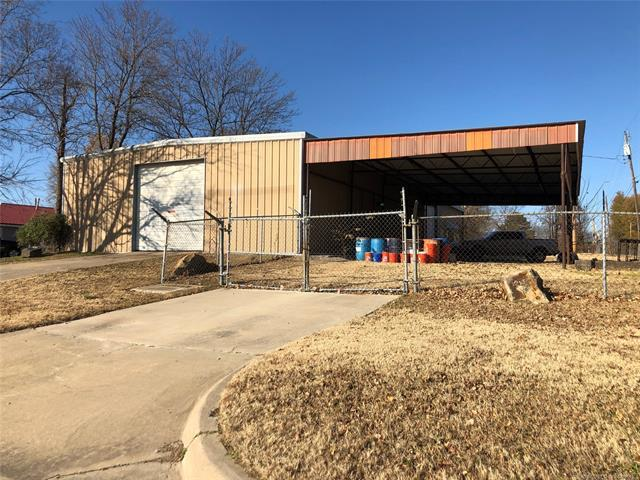 1015 E 13th Street, Okmulgee, OK 74447 (MLS #1920406) :: Hopper Group at RE/MAX Results