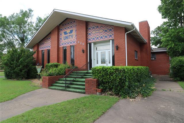 825 S Cherokee Avenue, Bartlesville, OK 74003 (MLS #1920740) :: 918HomeTeam - KW Realty Preferred
