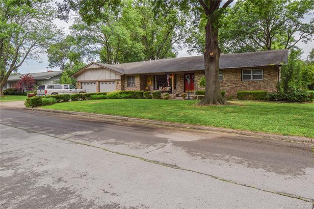 349 SE 16th Street, Pryor, OK 74361 (MLS #1921362) :: Hopper Group at RE/MAX Results