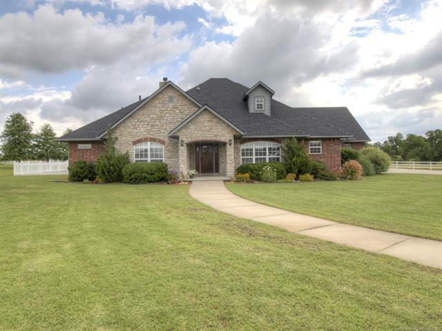 104 Rustic Lane, Pryor, OK 74361 (MLS #1921626) :: Hopper Group at RE/MAX Results