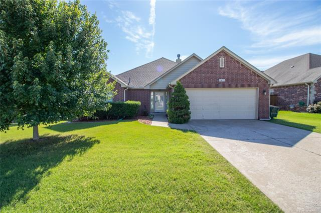 5415 Redbud Place, Sand Springs, OK 74063 (MLS #1921846) :: RE/MAX T-town