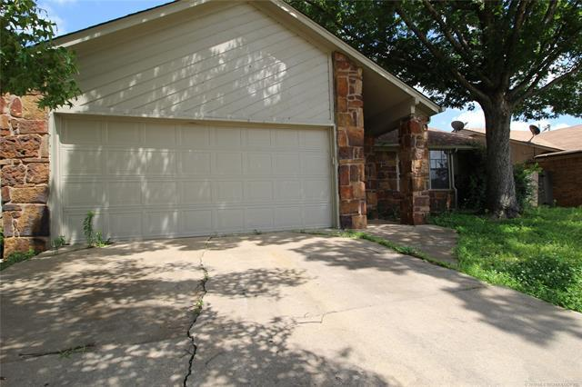 2817 S 123rd East Avenue, Tulsa, OK 74129 (MLS #1922646) :: RE/MAX T-town