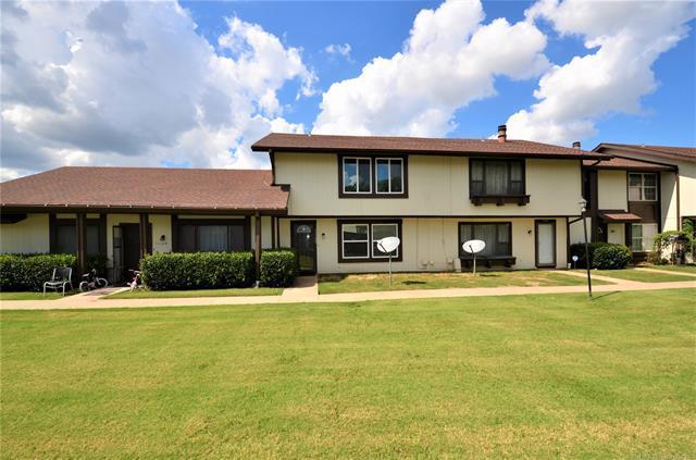 11122 E 13th Place S #2, Tulsa, OK 74128 (MLS #1922934) :: 918HomeTeam - KW Realty Preferred