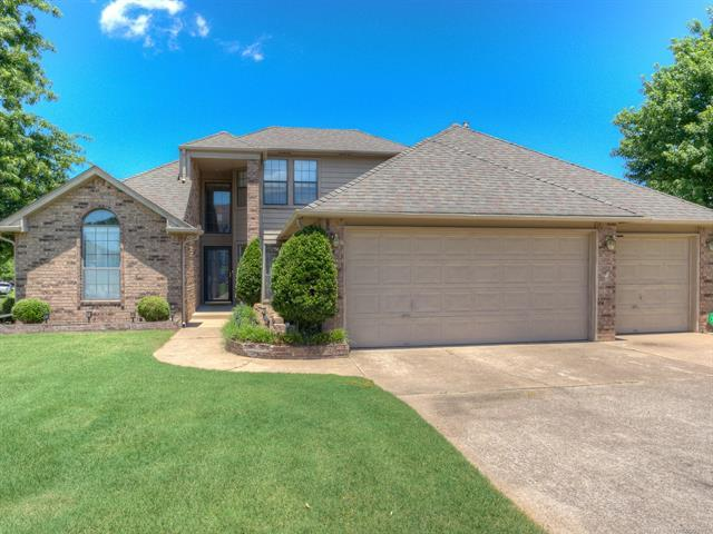 302 E Granger Place, Broken Arrow, OK 74012 (MLS #1923216) :: Hopper Group at RE/MAX Results