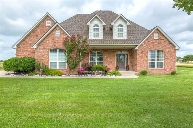 113 Stonegate Drive, Pryor, OK 74361 (MLS #1924145) :: Hopper Group at RE/MAX Results