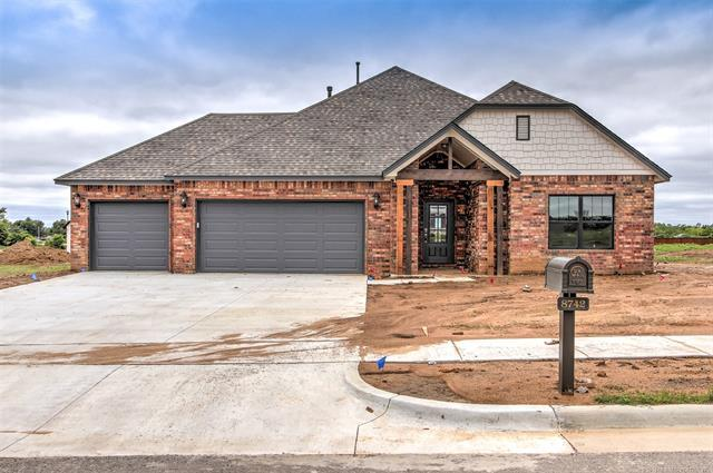 8742 S Phoenix Place W, Tulsa, OK 74132 (MLS #1924502) :: Hopper Group at RE/MAX Results