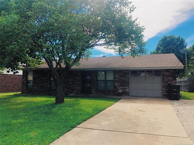 511 Lindenwood Drive, Bartlesville, OK 74003 (MLS #1924772) :: Hopper Group at RE/MAX Results