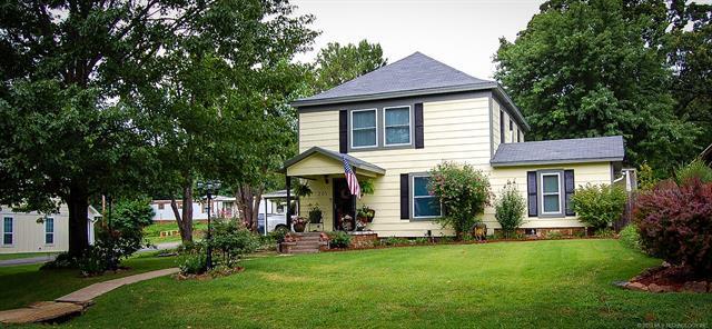 205 W Caddo Avenue, Wilburton, OK 74578 (MLS #1925011) :: 918HomeTeam - KW Realty Preferred