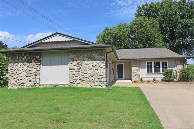 900 Macklyn Lane, Bartlesville, OK 74006 (MLS #1925161) :: Hopper Group at RE/MAX Results