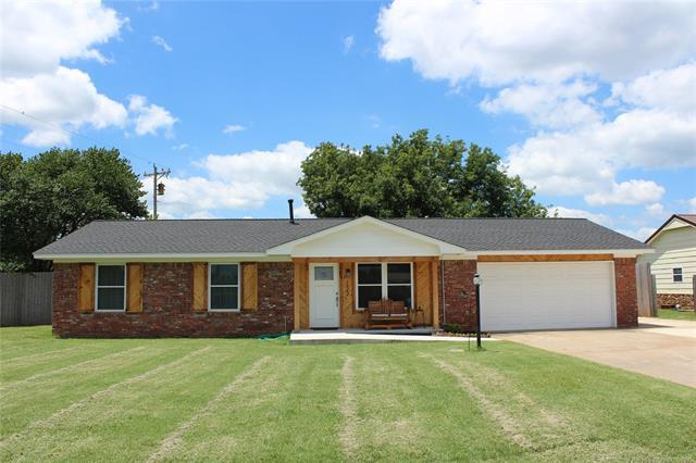 1822 Town And Country Drive, Sand Springs, OK 74063 (MLS #1925529) :: 918HomeTeam - KW Realty Preferred