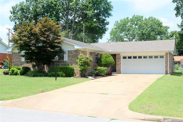 240 S 118th East Avenue, Tulsa, OK 74128 (MLS #1925613) :: 918HomeTeam - KW Realty Preferred