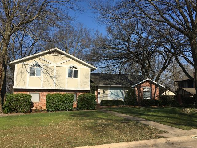 1321 SE Cherokee Hills Drive, Bartlesville, OK 74006 (MLS #1925685) :: Hopper Group at RE/MAX Results