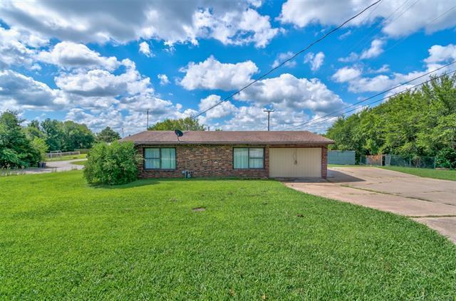 101 Maudie Lane, Bartlesville, OK 74003 (MLS #1925686) :: 918HomeTeam - KW Realty Preferred