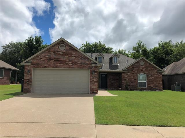 10805 N 98th East Avenue, Owasso, OK 74055 (MLS #1925706) :: 918HomeTeam - KW Realty Preferred