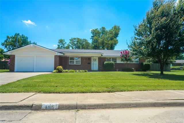 6015 Harvard Drive, Bartlesville, OK 74006 (MLS #1925732) :: Hopper Group at RE/MAX Results