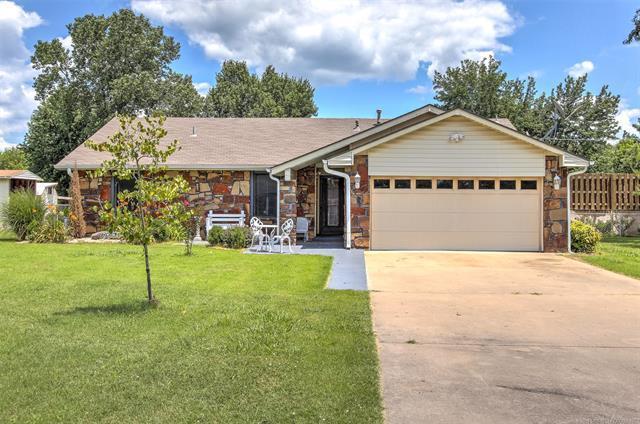 25925 S Clayton Avenue, Claremore, OK 74108 (MLS #1925806) :: 918HomeTeam - KW Realty Preferred