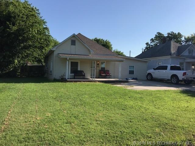 222 W Seneca Avenue, Nowata, OK 74048 (MLS #1926357) :: 918HomeTeam - KW Realty Preferred