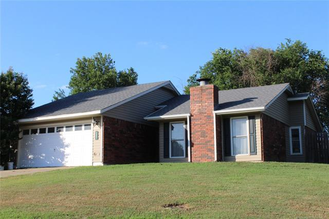 1618 Blue Jay Lane, Muskogee, OK 74403 (MLS #1926606) :: Hopper Group at RE/MAX Results