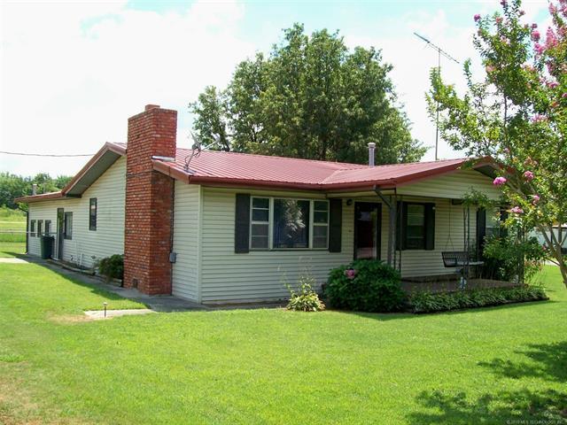 118 S Bk 1240 Road, Stigler, OK 74462 (MLS #1927060) :: 918HomeTeam - KW Realty Preferred