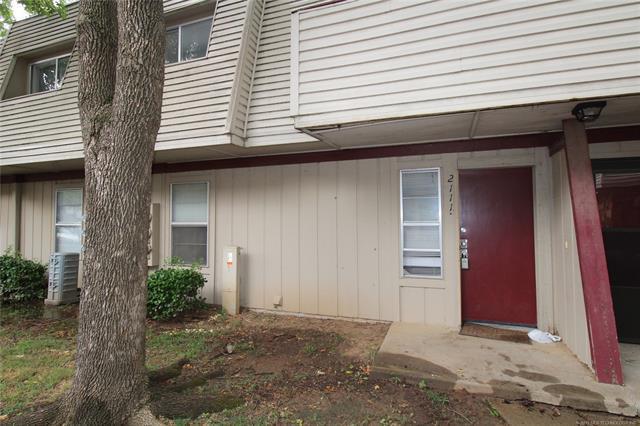 2209 E 67th Street #2111, Tulsa, OK 74136 (MLS #1927115) :: 918HomeTeam - KW Realty Preferred