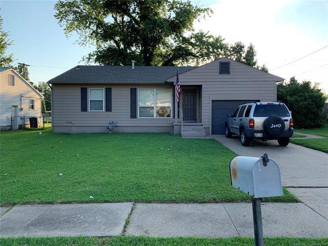 105 NW Mistletoe Lane, Bartlesville, OK 74003 (MLS #1928963) :: 918HomeTeam - KW Realty Preferred