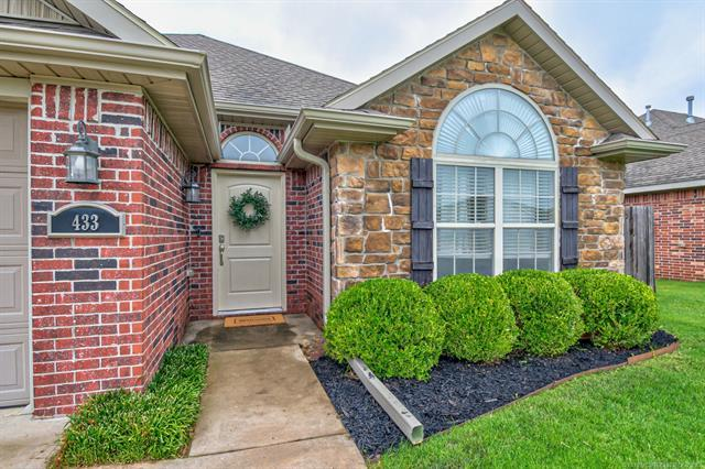 433 NE Katherine Avenue, Bartlesville, OK 74006 (MLS #1929278) :: Hopper Group at RE/MAX Results