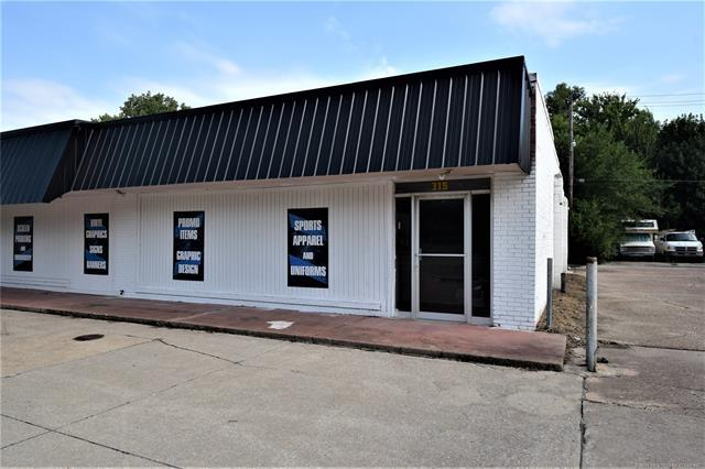315 W Graham Avenue, Pryor, OK 74361 (MLS #1929543) :: Hopper Group at RE/MAX Results