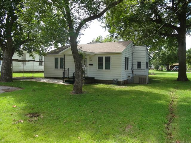 544 S Hickory Street, Nowata, OK 74048 (MLS #1929604) :: Hopper Group at RE/MAX Results