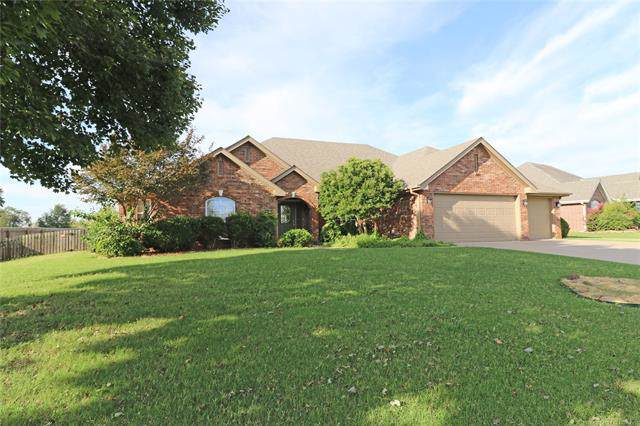 5648 Chestnut Hill, Bartlesville, OK 74006 (MLS #1931810) :: Hopper Group at RE/MAX Results