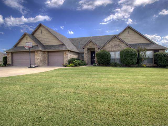 4806 Breeze Drive, Oologah, OK 74053 (MLS #1933640) :: Hopper Group at RE/MAX Results