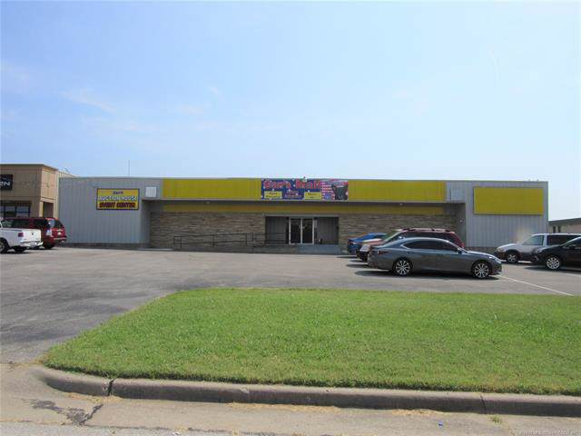 204 SE Washington Boulevard, Bartlesville, OK 74006 (MLS #1933828) :: Hopper Group at RE/MAX Results