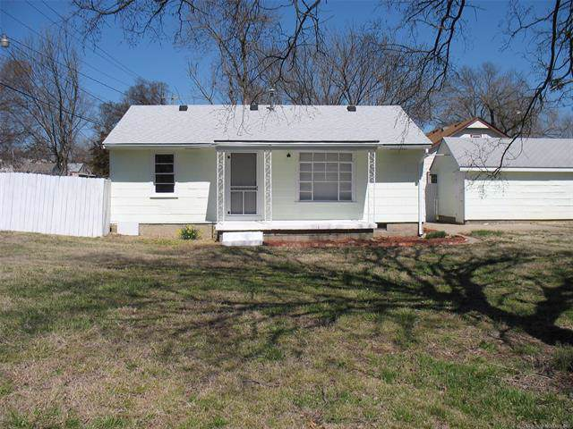 1611 S Santa Fe Avenue, Bartlesville, OK 74003 (MLS #1934297) :: Hopper Group at RE/MAX Results