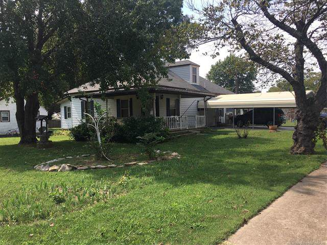 303 W 9th Street, Claremore, OK 74017 (MLS #1936116) :: Hopper Group at RE/MAX Results