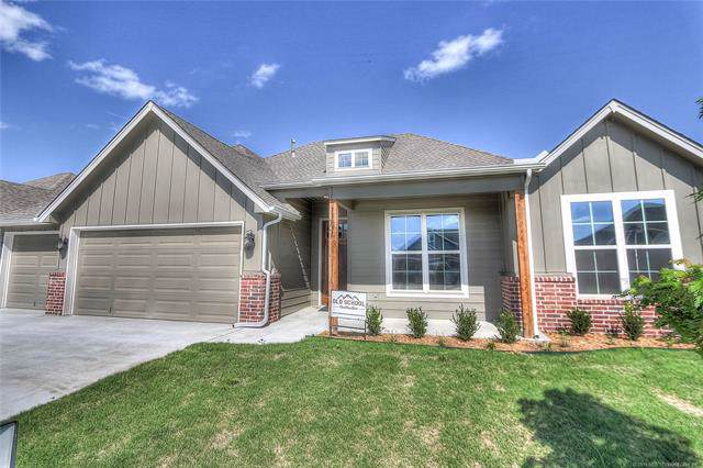 7122 E 137th Place North, Collinsville, OK 74021 (MLS #1936512) :: Hopper Group at RE/MAX Results