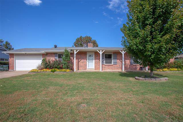 715 W 46th Street, Sand Springs, OK 74063 (MLS #1937135) :: Hopper Group at RE/MAX Results