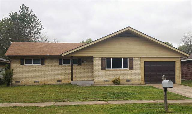 1711 S 9th Street, Mcalester, OK 74501 (MLS #1937287) :: Hopper Group at RE/MAX Results