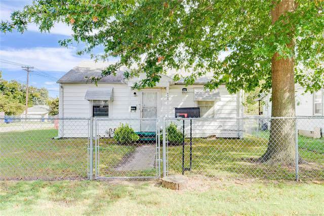 4703 S 27th West Avenue, Tulsa, OK 74107 (MLS #1937906) :: 918HomeTeam - KW Realty Preferred