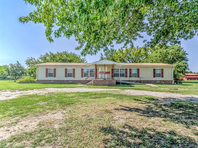 2437 Yorman Road, Bartlesville, OK 74006 (MLS #1939160) :: Hopper Group at RE/MAX Results